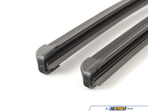 T#5997 - 61610034739 - Bosch Icon Wiper Blade Set - E70 X5, E71 X6 - These OEM Bosch wiper blades are made to fit the unique wiper arms on BMW E70 X5, E71 X6 models. Set includes both left and right windshield wiper blades.This item fits the following BMWs:2007-2011  E70 BMW X5 3.0si X5 4.8i X5 xDrive30i X5 xDrive35d X5 xDrive35i X5 xDrive48i X5M2007-2011  E71 BMW X6 xDrive35i X6 xDrive50i X6M - Bosch -