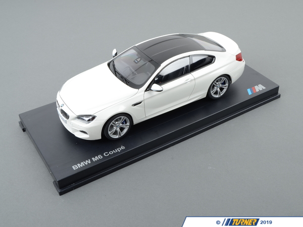 T#176853 - 80432218739 - Genuine BMW Miniature M6 1:18 F13 Coupe M6 White - 80432218739 - Genuine BMW -